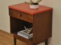 Vintage Mid Century Side Table/End Table/Nightstand/Accent Table